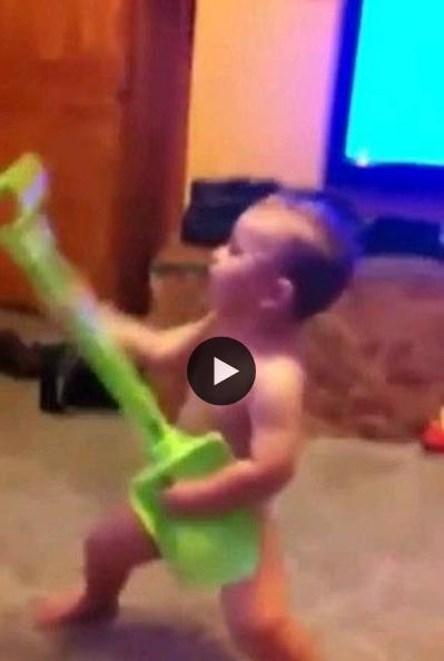 Quando se tem talento, qualquer coisa vira um instrumento musical